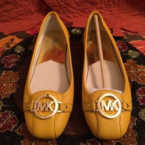 NWOT AUTHENTIC MICHAEL KORS YELLOW LEATHER FLATS